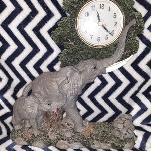 Beautifully detailed Mother & baby elephant clock